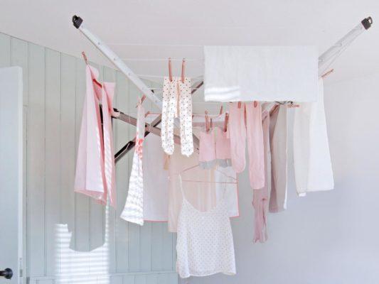 I rischi di asciugare il bucato in casa