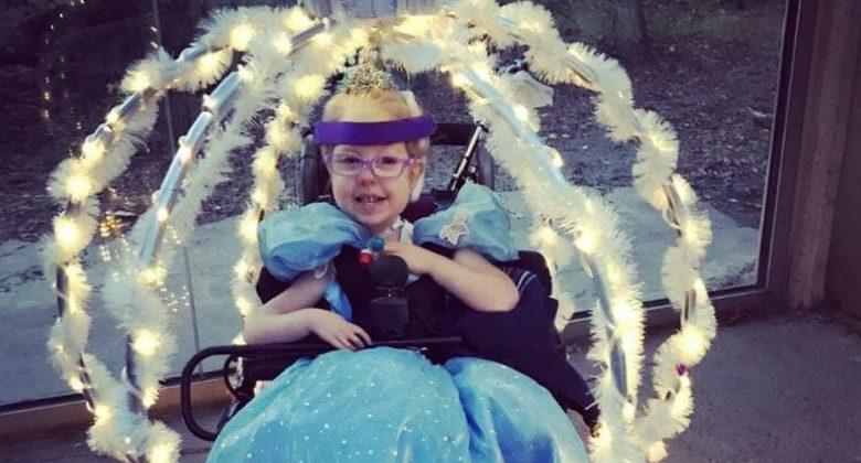 Trasforma la sedia a rotelle della figlia nella carrozza di Cenerentola