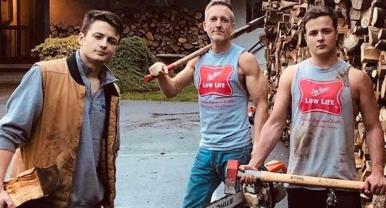 raccolgono legna