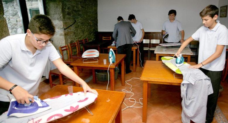 La scuola che insegna i lavori domestici ai suoi studenti
