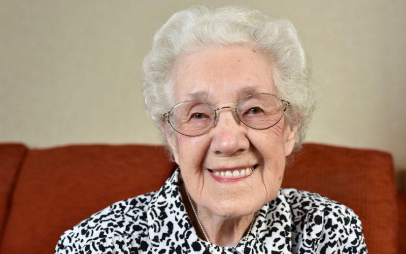Anziana di 99 anni riceve una lettera curiosa