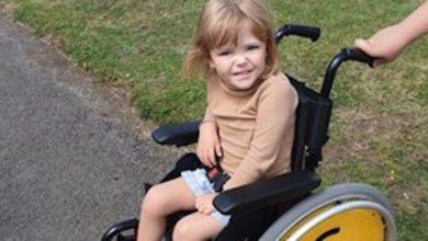 """Photo of Insulta una bambina disabile per la strada: """"Sei un peso per la società"""""""