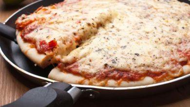 Photo of Pizza veloce in padella: la ricetta e il video della preparazione