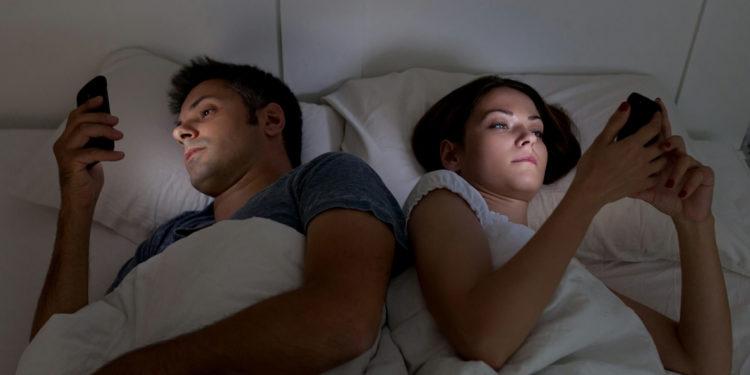 Usare lo smartphone di notte