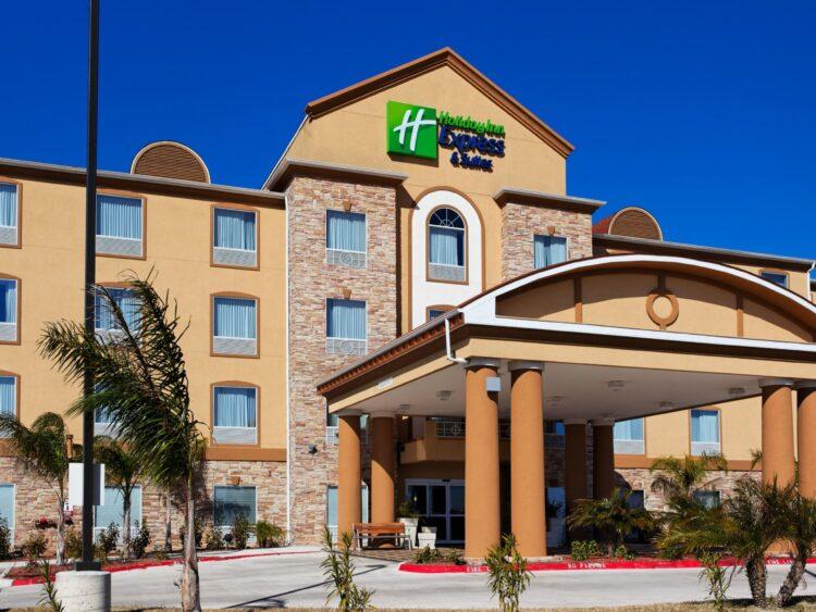 Pensionato sceglie di vivere in hotel