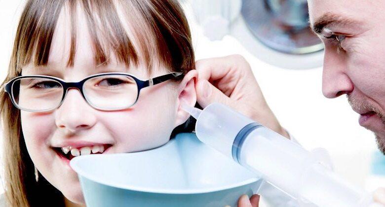 Pulire le orecchie con l'acqua ossigenata