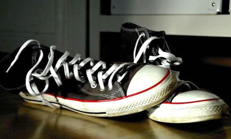 togliere le scarpe