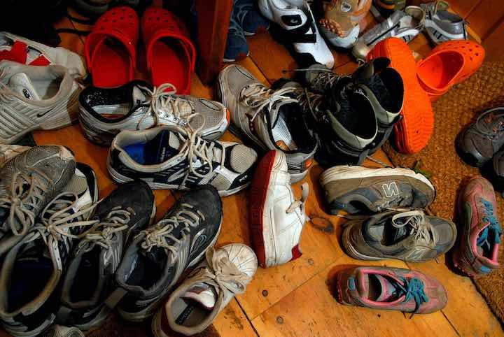togliere le scarpe prima di entrare in casa