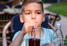 Photo of I medici chiedono ai genitori di smettere di dare la Coca Cola ai loro figli e spiegano i motivi