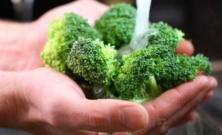 Come pulire i broccoli per rimuovere la sporcizia