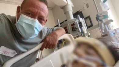 Photo of Un padre lotta accanto a sua figlia gravemente malata di Covid-19 chiede a tutti gli utenti del web di pregare per lei