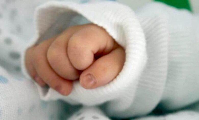 soffocare il figlio di 6 mesi