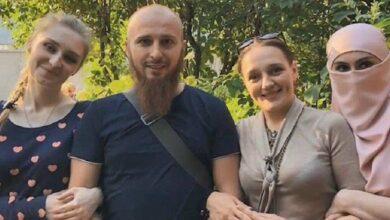Photo of Un uomo sposato con tre donne le punisce negando loro rapporti intimi per un mese quando lo infastidiscono