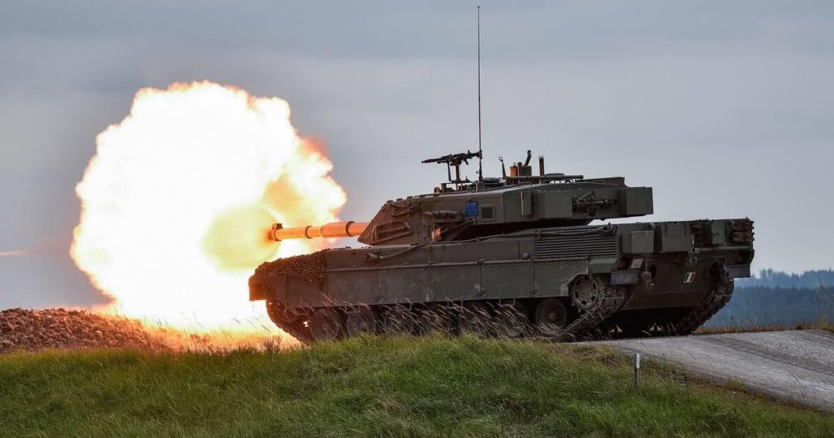 Pordenone Carro armato del esercito spara