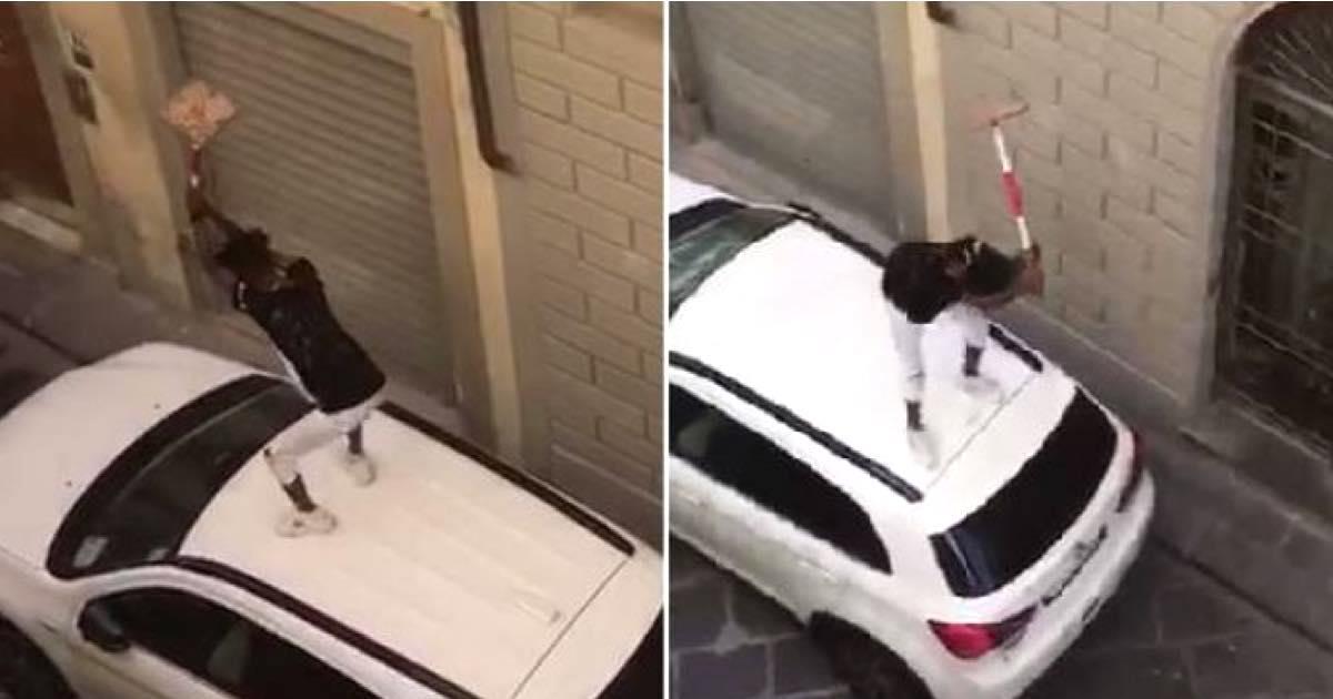 Firenze un giovane sul tetto di una auto