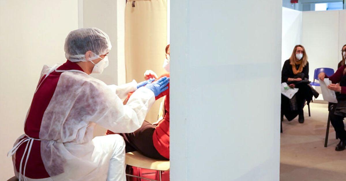 Muore poche ore dopo la seconda dose del vaccino Astrazeneca